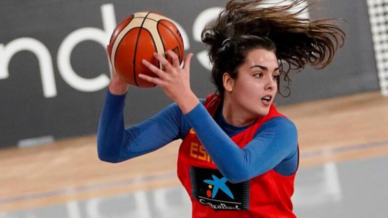 Paula Ginzo, basquetbolista que representa a las lesbianas
