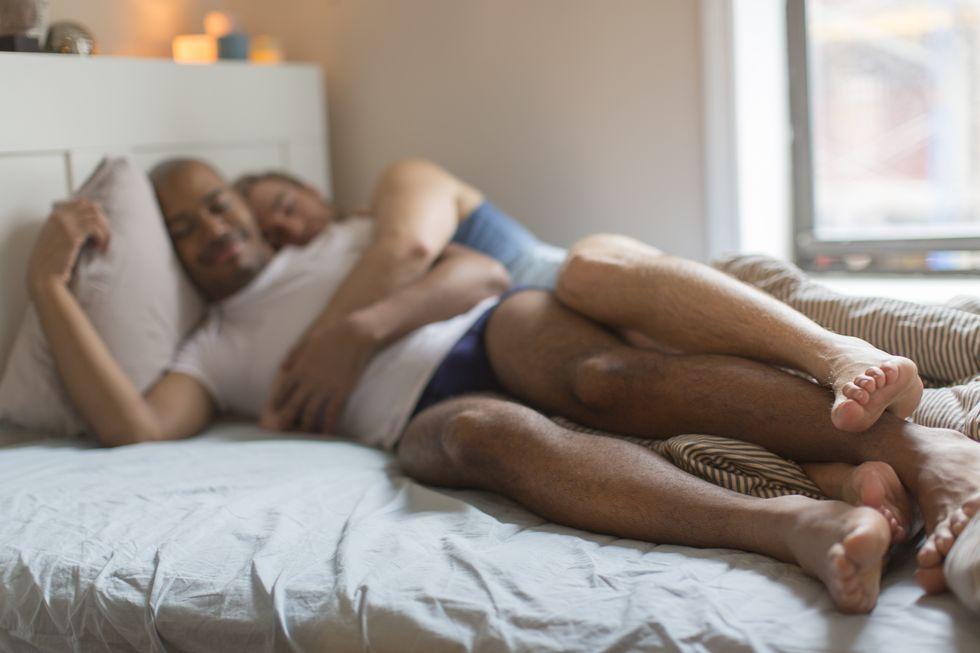hombres heterosexuales cuchareo besos amigos