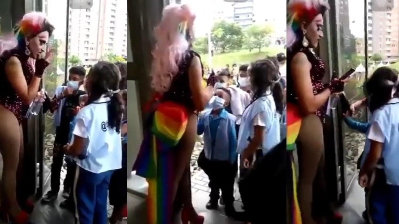 Niños saludan a drag queen Xenti en Medellín