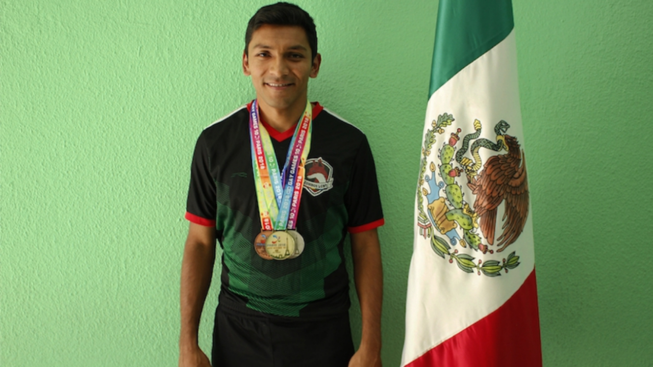 Nicolás Pineda zorros LGBT atleta México