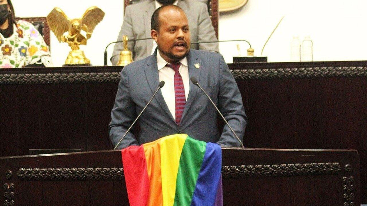Insultan a diputado gay de Hidalgo por defender a comunidad LGBT+