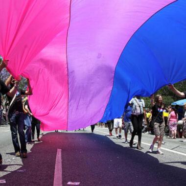 bandera orgullo bisexual magenta morada azul