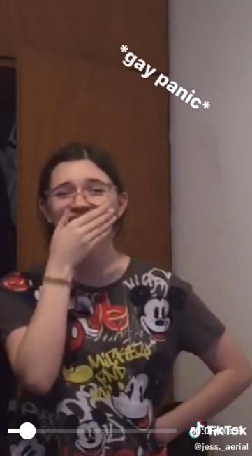Video de la salida del clóset de joven lesbiana